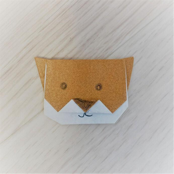 折り紙の秋田犬のかお